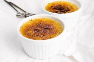 französisches Dessert - Sahne Brulee