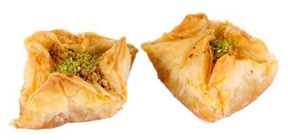 süßes Baklava lokalisiert auf Weiß foto