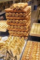 verschiedene Arten von östlichen türkischen Süßigkeiten. foto