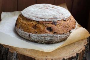 hausgemachtes Weizenbrot mit Käse und Kreuzkümmel foto
