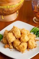 indonesisches Essen knuspriger Tofu traditionell foto