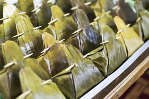 Bananenblatt, ein natürlicher Behälter für Lebensmittel foto
