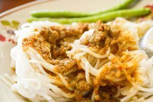Reisnudeln mit Currysauce foto