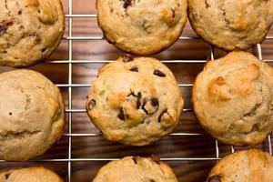 Muffins mit Schokoladenstücken foto