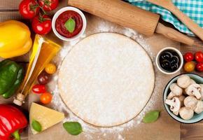 Pizza kochen Zutaten foto