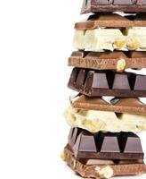 Stapel von weißer, Milch und dunkler Schokolade foto