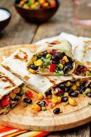 Pfeffer Mais schwarze Bohnen Quinoa Burritos foto
