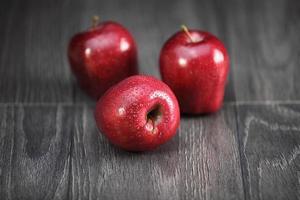 knusprige rote Äpfel foto
