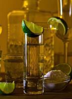 goldener Tequila und Limette foto