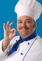 fröhlicher attraktiver Koch foto