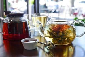 Tee mit drei Blumen platzte