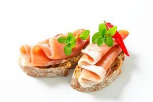 Schinken mit offenem Gesicht Sandwiches foto