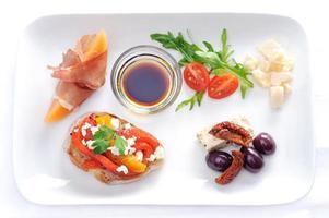 Gourmetplatte mit Häppchen foto
