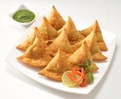Punjabi Samosa mit Chutney