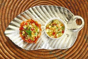 shahi aloo tokri chaat oder kartoffelkorb foto