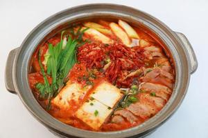 würzige koreanische Eintopfpfanne foto