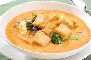 gelber Curry-Tofu-Vegetarier foto