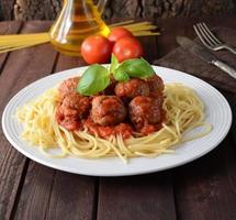 Fleischbällchen und Spaghetti foto