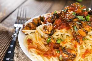 Spaghetti mit Muscheln foto