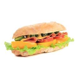 frisches Sandwich mit französischem Baguette. foto