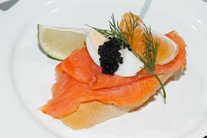 Baguette, Räucherlachs, Ei, Kaviar, Orange