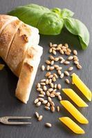 pasta an schiefertablett foto