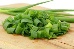 grüne Zwiebeln foto