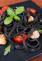 schwarze Tagliolini Nudeln foto