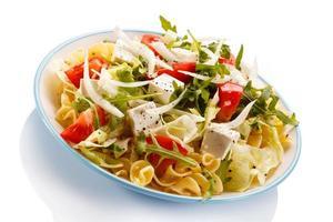 Nudeln mit Feta und Gemüse foto
