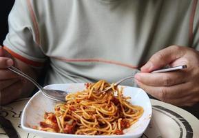frische Spaghetti mit Tomatensauce hautnah foto
