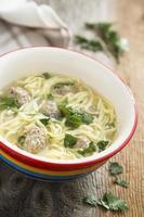 Suppe mit Fleischbällchen foto