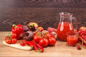 verschiedene rote rohe Bio-Gemüse foto