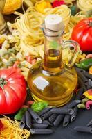 Olivenöl mit Nudeln foto