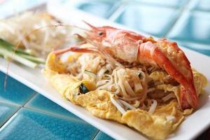 Thai Food Padthai gebratene Nudeln mit Garnelen