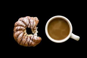 Dessert mit Kaffeehintergrund / Dessert mit Kaffee foto