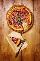 appetitliche Torte mit frischen Kräutern foto