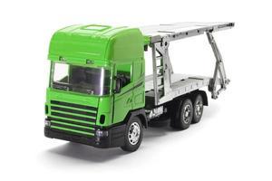 Spielzeuglastwagen auf weißem Hintergrund foto