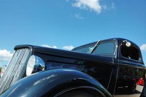 schwarze Straßenrute auf der Autoausstellung foto
