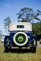 Vintage 1920er Auto Rückansicht Reserverad grüne Felge foto