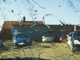 Autowaschanlage - Wasser am Fenster foto