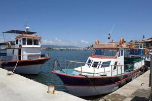 Marine-Vergnügungsboote am Pier foto