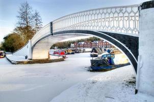 Eisenbrücke am Braunston Marina. Northamptonshire