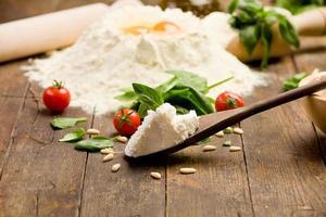 Zutaten für hausgemachte Ravioli foto
