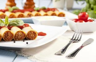 Cannelloni auf Teller foto