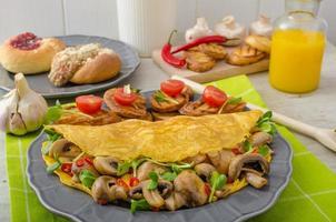 vegetarisches Omelett, sauber essen