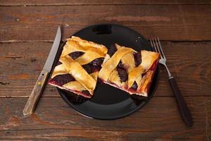 hausgemachte Pflaumenkuchenscheiben foto