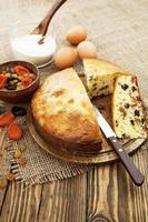 Mannik, Grießkuchen mit getrockneten Früchten foto