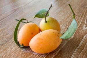Pflaumenmango oder Marienpflaume foto