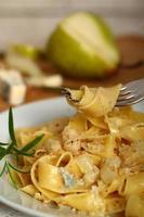 Pasta (Fettuccine) Pappardelle al Gorgonzola foto