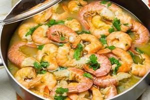 Garnelen kochen mit Petersilie foto